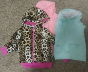 Lot of Girl Clothes- Size 4/5 T -- 28 Items for sale  Wichita, KS