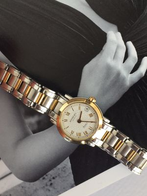 Photo Raymond Weil Women's 9520 Saxo Two-tone Stainless Steel. 18k Gold Vessel. Quartz Watch. 25mm. Mineral crystal, water resistant.