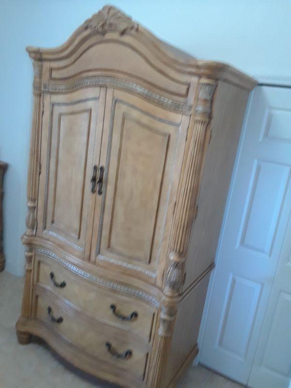 Chest Tv Stand From El Dorado Furniture In Royal Palm Beach Fl Offerup