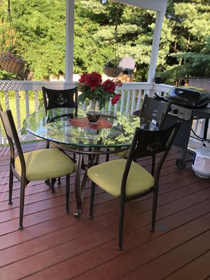 Table & chairs. for Sale in Woodbridge, VA