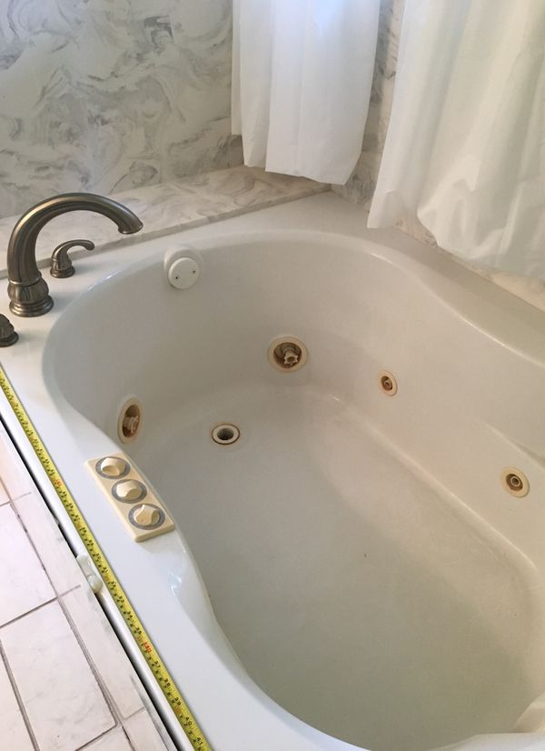 """Jacuzzi tub 58"""" x 41"""" for Sale in St. Louis, MO - OfferUp"""