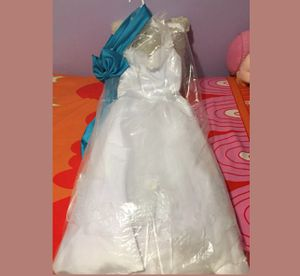 Entrance white wedding dress for Sale in Silver Spring, MD