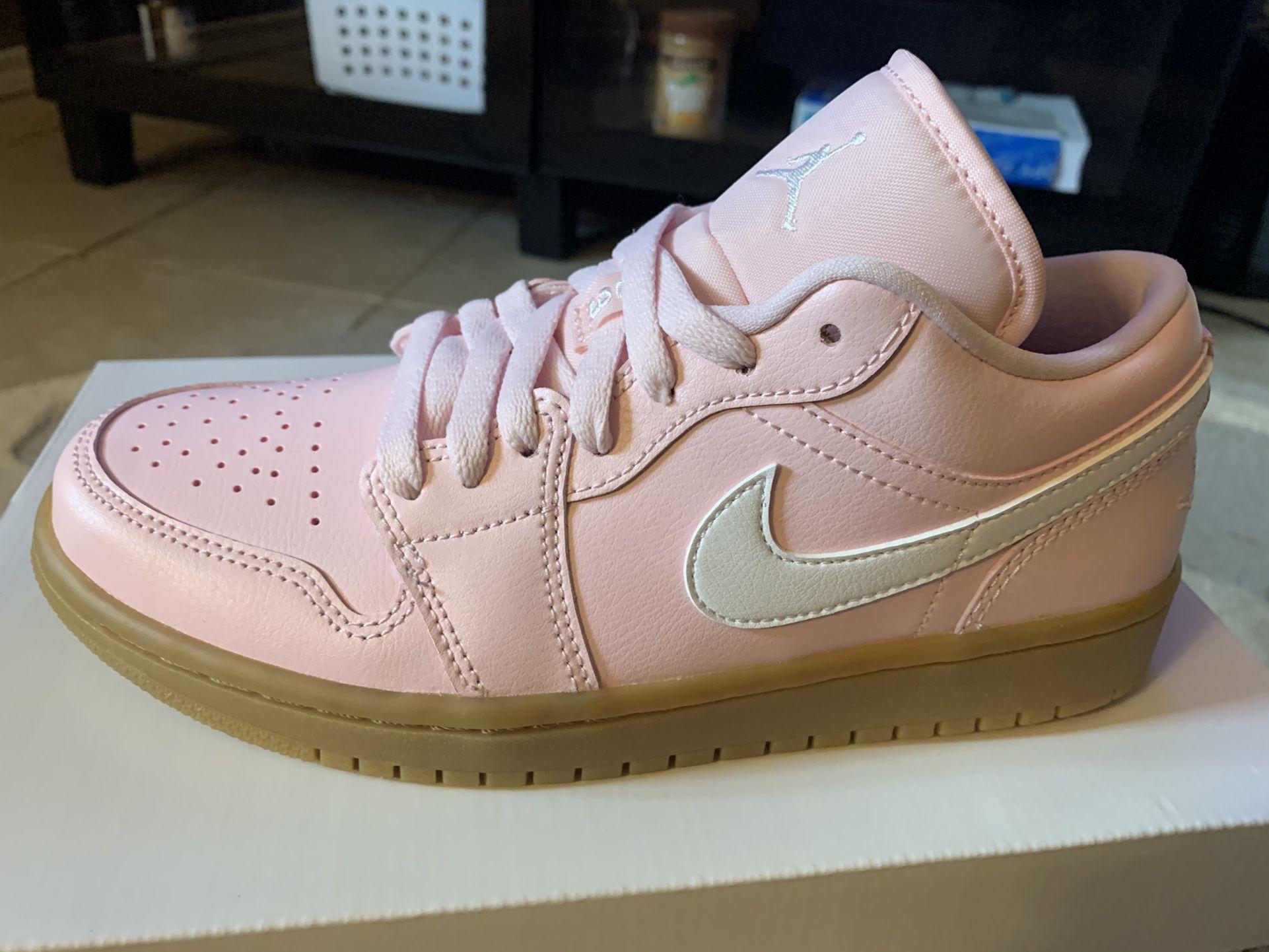 Jordan 1 Low Soft Pink / Sz 6.5y / New!!!