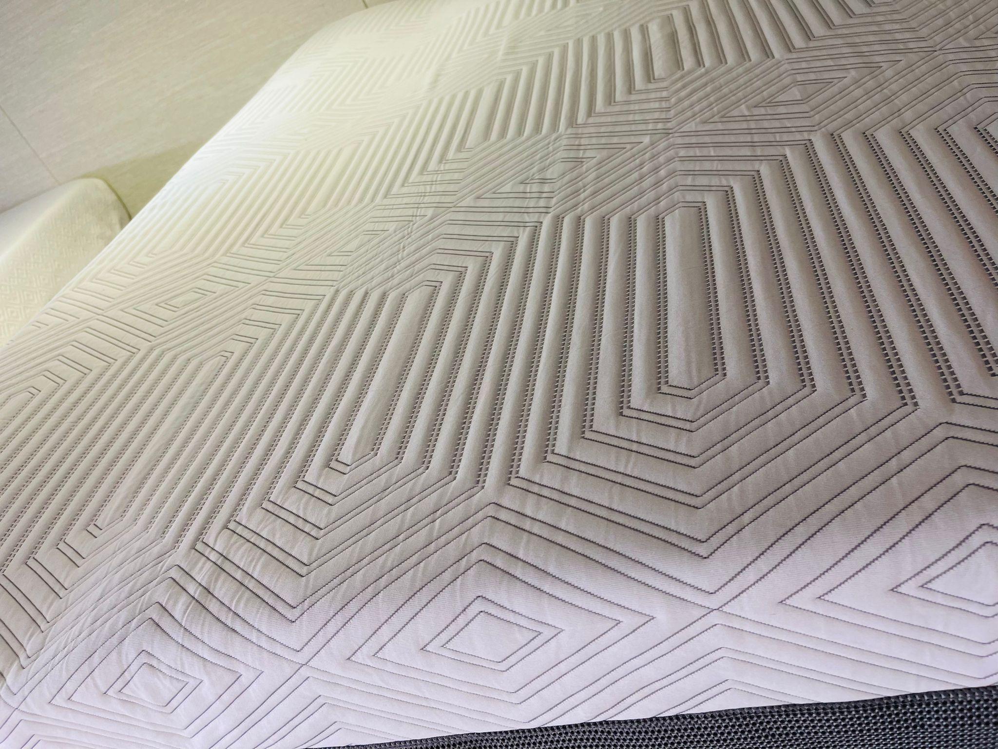 queen mattress memory foam snug