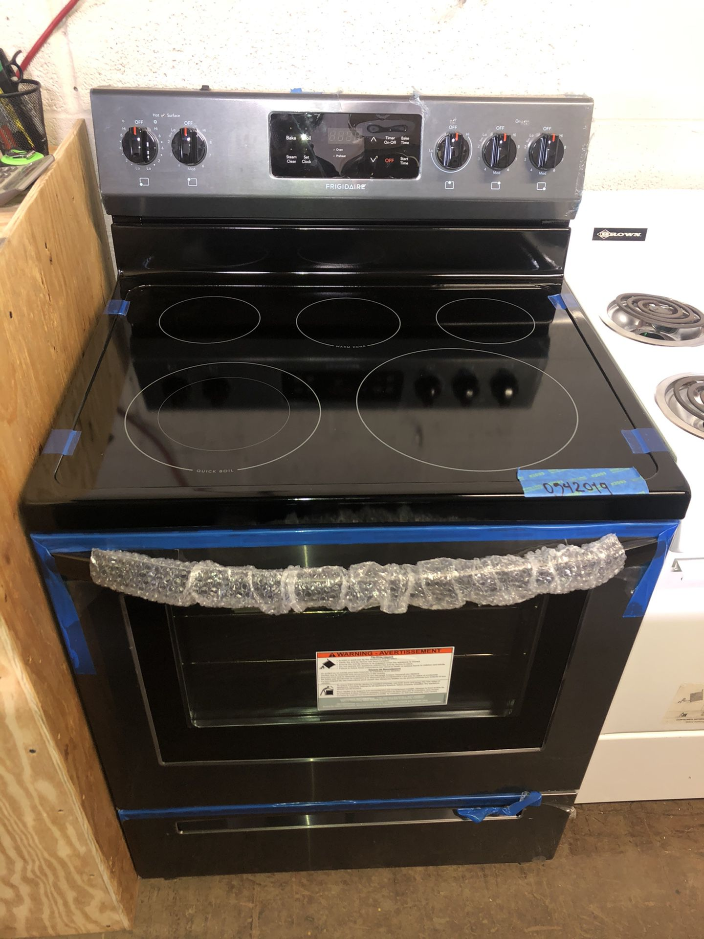 Brand New Electric stove Black steel-6 months