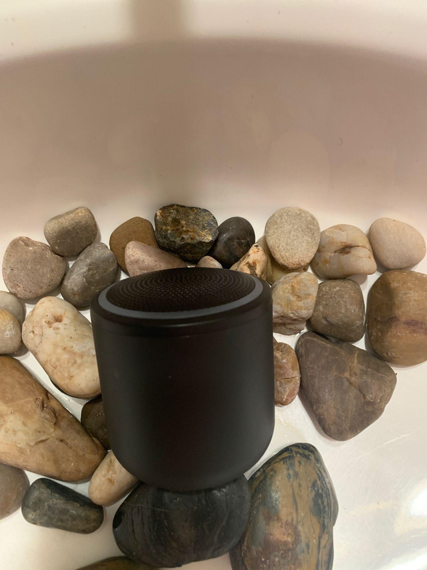 """BlackWeb Bluetooth Speaker """"on rocks literally"""""""