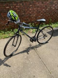 Photo Roadmaster Adventure 700 bike & Allen bike rack for small SUV