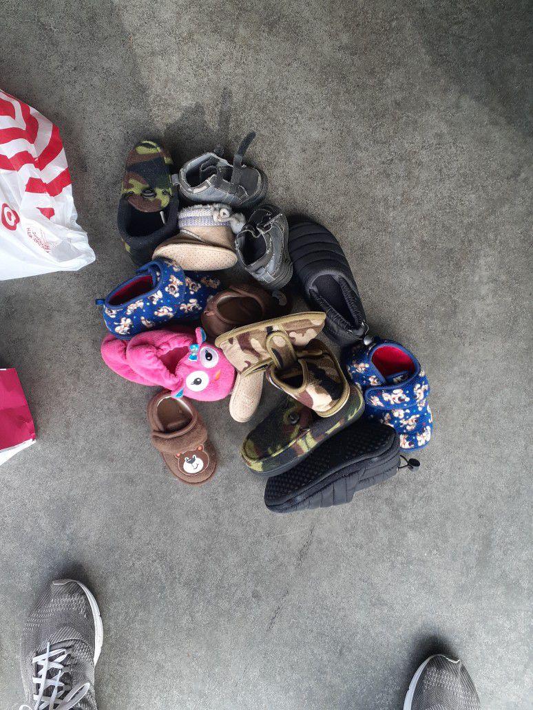 8 Pair Kids Slippers