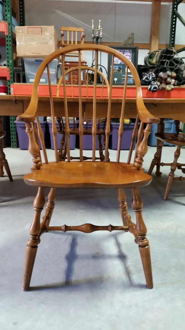 Ethan Allen Early American Maple Table With For Windsor Chairs