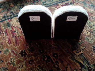 7-BE: Pair of White Charming and Interesting Bookends Book Ends Thumbnail