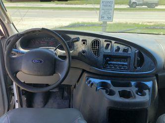 2005 Ford Econoline Cargo Thumbnail