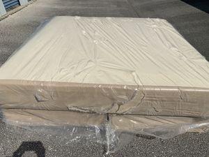 Photo Tempur Pedic King size mattress and box spring set