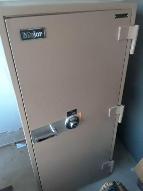 Major Safe Company Model 4820 Floor Safe For Sale In