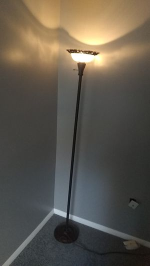 Floor lamp for Sale in MONTGOMRY VLG, MD