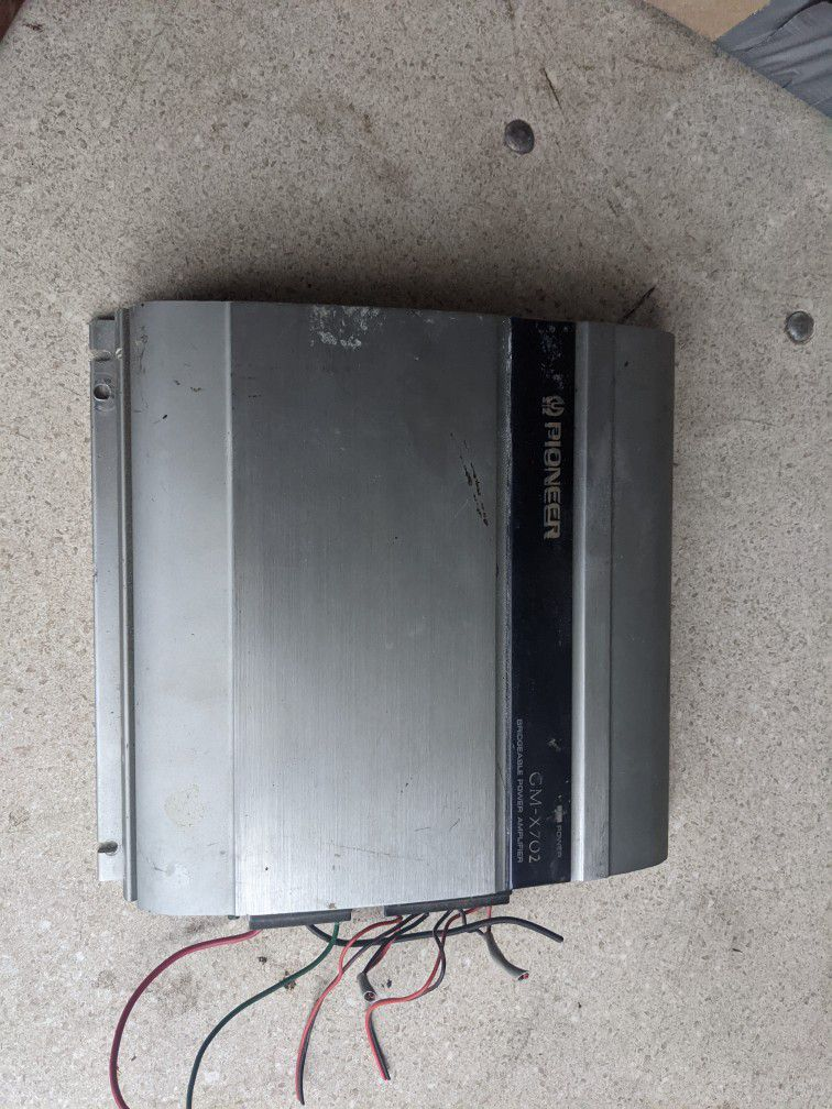 Three CD Player Head Units With Amplifier