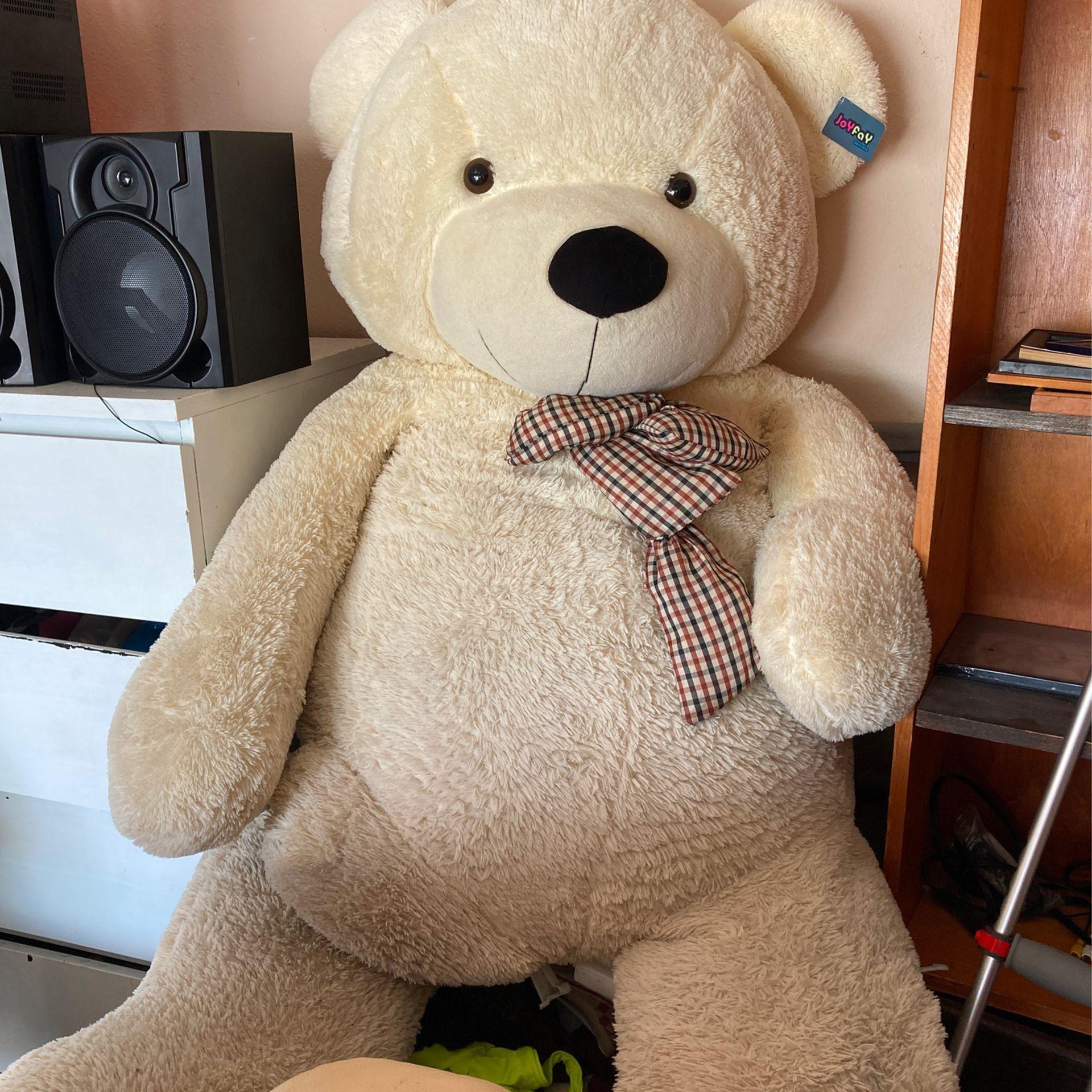 GIANT TEDDY BEAR !!