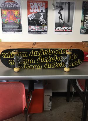 Skateboard complete beginner 7.75 deck for Sale in Houston, TX