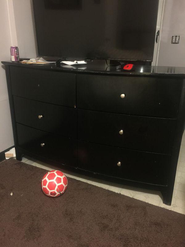 Bed, drawer, piano, futon, wall unit, shelf etc.... (Furniture) in ...
