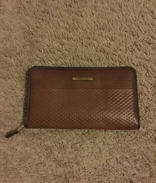 921e4827e579 Vintage Gucci women's wallet for Sale in Kenmore, WA - OfferUp