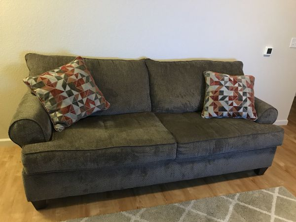 Superb Simmons Bellamy Taupe Sofa For Sale In Tracy Ca Offerup Pdpeps Interior Chair Design Pdpepsorg