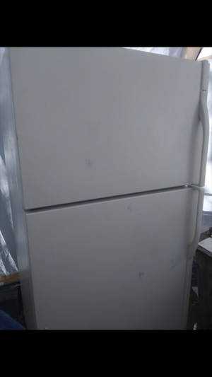 Nice clean refrigerator for Sale in OH, US