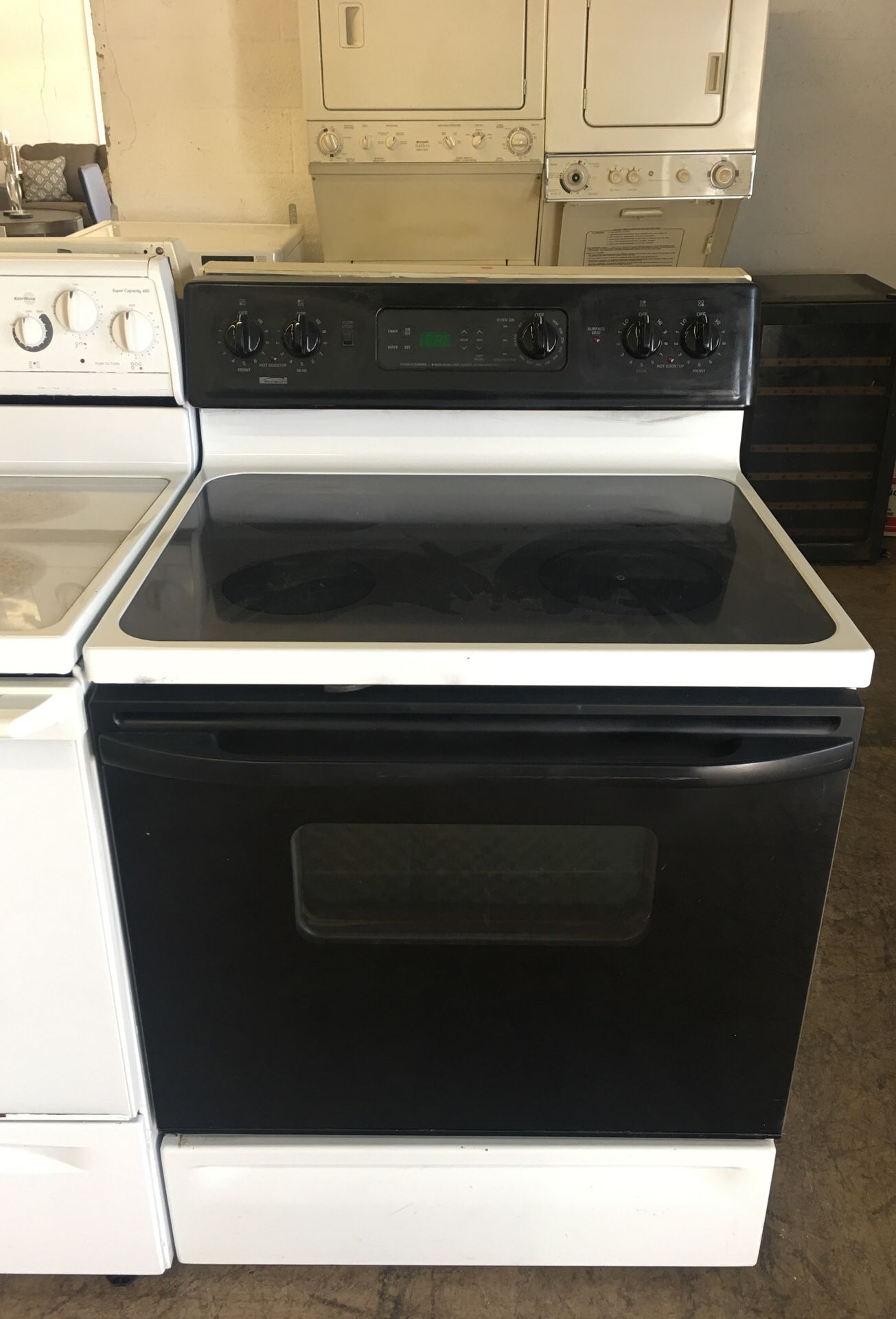 Black and White Kenmore Stove! Excellent conditions! 4 months of warranty and fast delivery