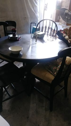 4 chairs round table for Sale in Crewe, VA