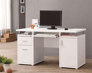 WHITE COMPUTER DESK for Sale in Hialeah, FL