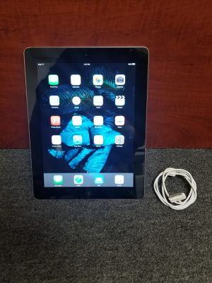 iPad 2 16 GB wifi silver color for Sale in Chicago, IL