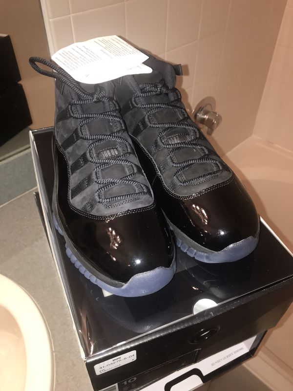 """AJ Retro 11 s """"Cap and Gown"""" size 10 for Sale in Fort Lauderdale 1756d2f26674"""