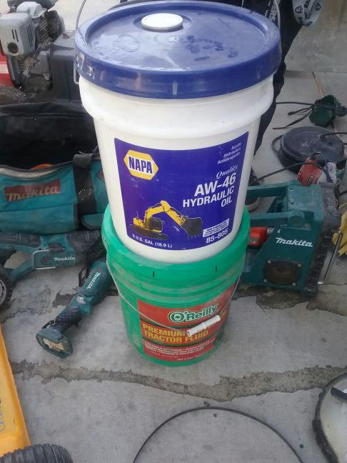 BRAND NEW 5 GALLON NAPA AW-46 HYDRAULIC FLUID for Sale in Los Angeles, CA -  OfferUp