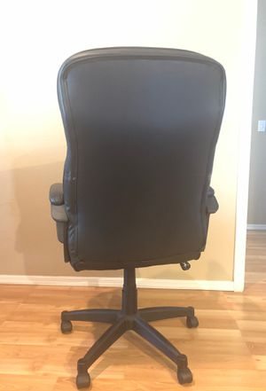 hot sale online 948be 12e89 Realspace Fennington Bonded Leather High-Back Chair for Sale in Phoenix, AZ  - OfferUp