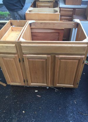 Kitchen base cabinet for Sale in Cleveland, OH