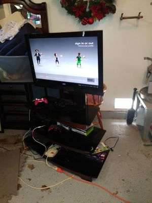 32' TV with stand for Sale in Oceanside, CA