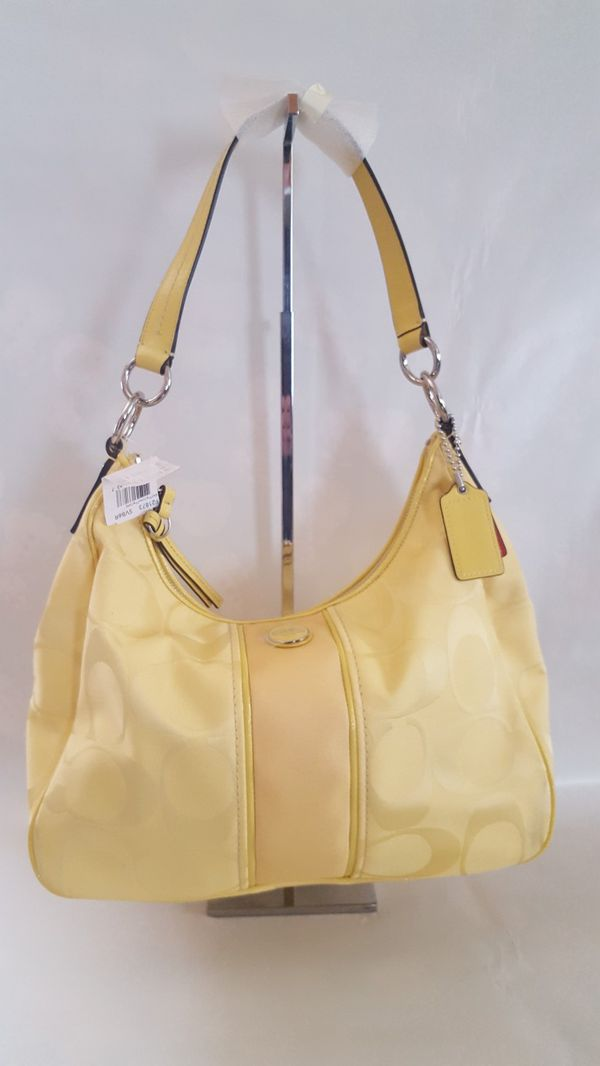 Woman Coach Yellow Purse In Dearborn Heights Mi Offerup 06eeed5b191b6