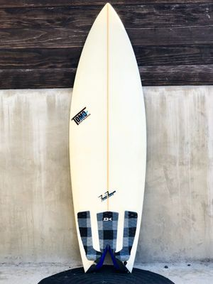 "TOMO Twin Surfboard 5'6"" 19 1/4 x 2 3/8 for Sale in Buena Park, CA"