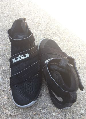 Nike Lebron shoes sz 5 for Sale in Bladensburg, MD