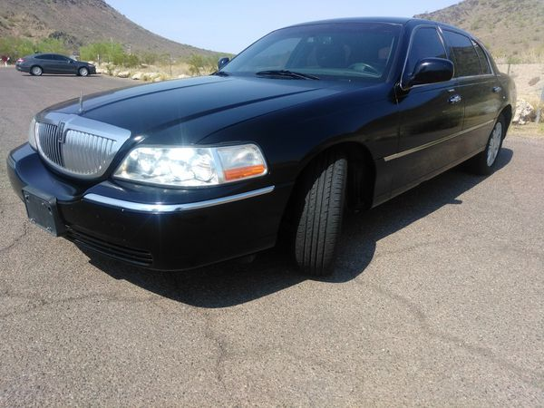 Black On Black L Model 2011 Lincoln Town Car Excellent Condition