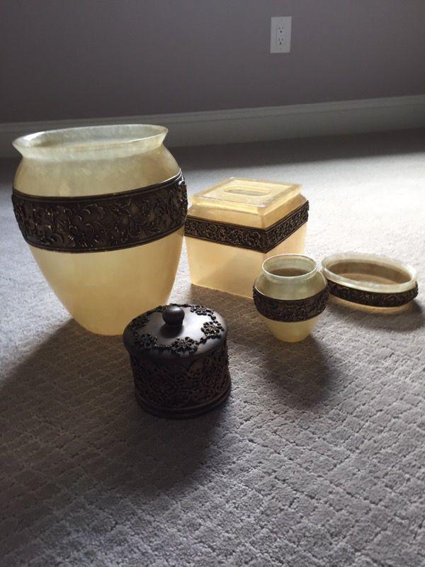 Bathroom Accessories Set By Wamsutta