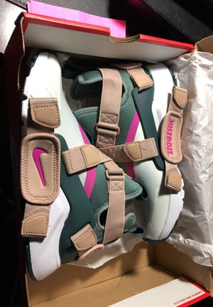 W. Nike air huarache city BRAND NEW price is included in picture still have receipt past 30days can't exchange or get refund for Sale in Washington, DC