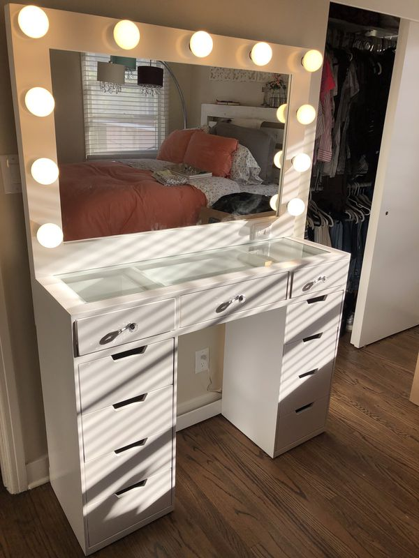 New Vanity Desk With Mirror And Lightbulbs For Sale In