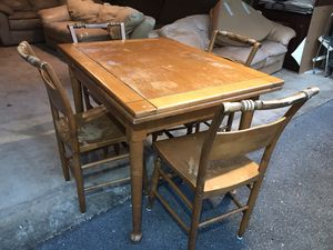 """Brown Kitchen Dining Table & 4 Chairs w/ Built in Leaf Ends 57x38x30– 69"""" w/ Extension for Sale in Silver Spring, MD"""