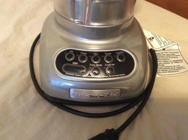 kitchenaid blender model ksb560mco excellent condition for sale in
