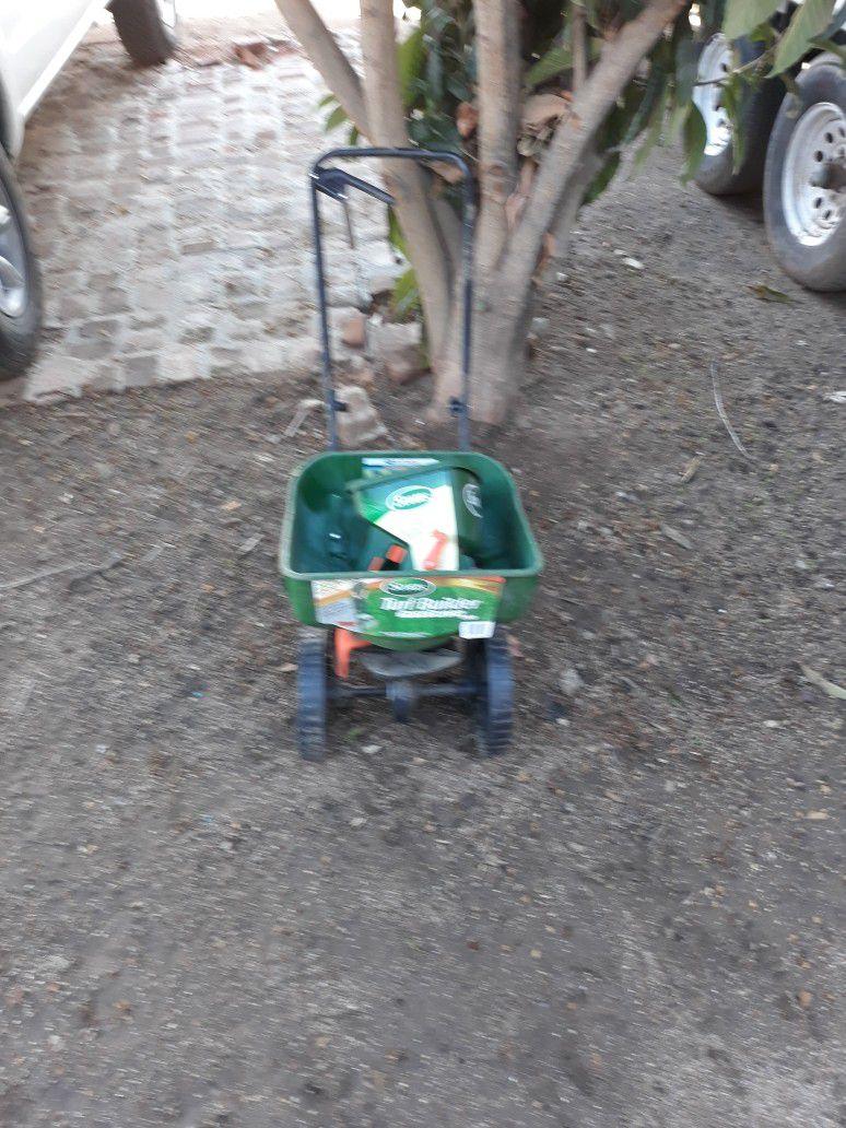 Seed And Fertilizer Spreader