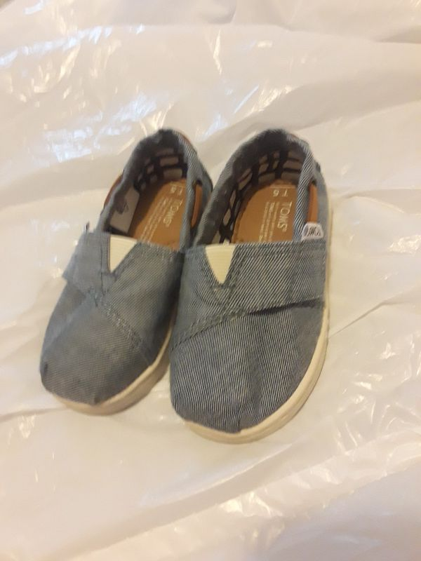 caeb7db9ad2 Unisex toddler TOMS size 5 (Baby   Kids) in Kissimmee