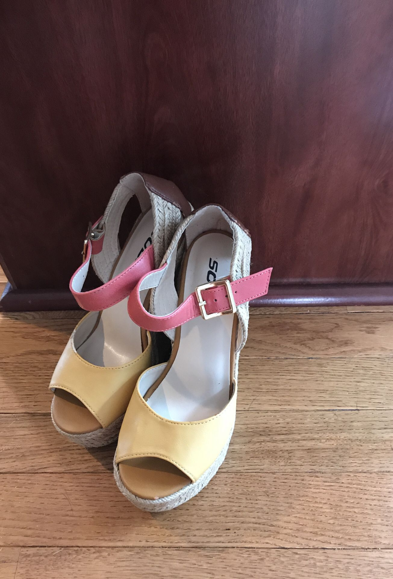 Rand new wedges size 6