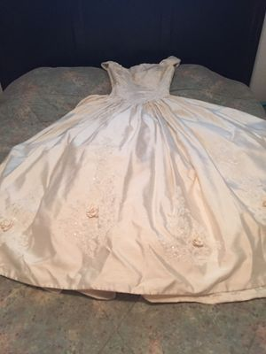 Wedding Dress by Chris Kole, Size 6 for Sale in Saint Charles, MO