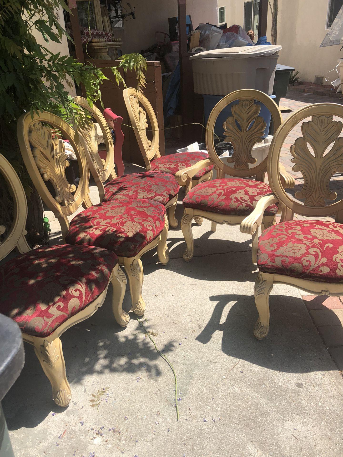 $400.00 Mesa con 6 sillas muy Bonita no tengo espacio donde ponerla por eso la vendo y chinera todo por $400.00