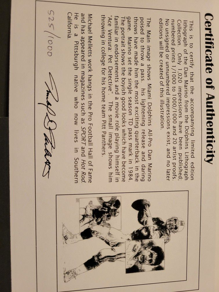 Miami Dolphins great Dan Marino signed 16 X 20 black-and-white lithograph