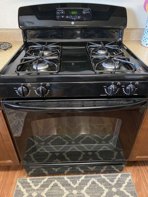 Photo Gas Stove. Black GE works great